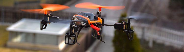 drone volando mientras cumple la normativa para drones en España