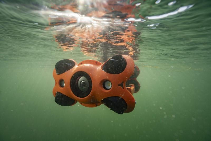 Chasing M2 PRO bajo el agua.