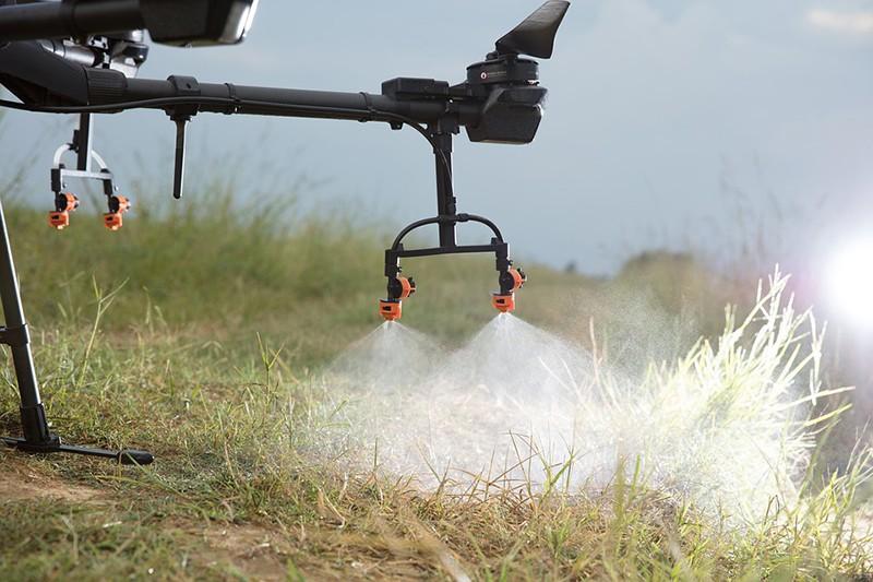Detalle de las boquillas de fumigación del DJI agras T30