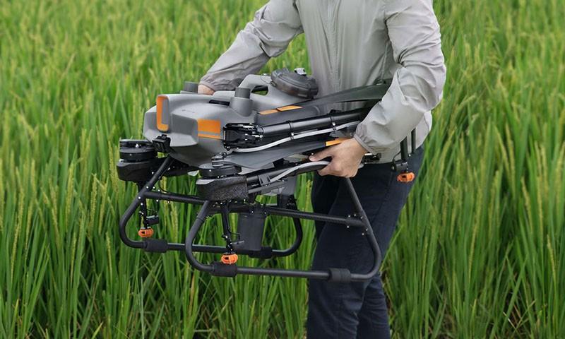 El dron DJI T30 es una solución avanzada de agricultura fácilmente transportable